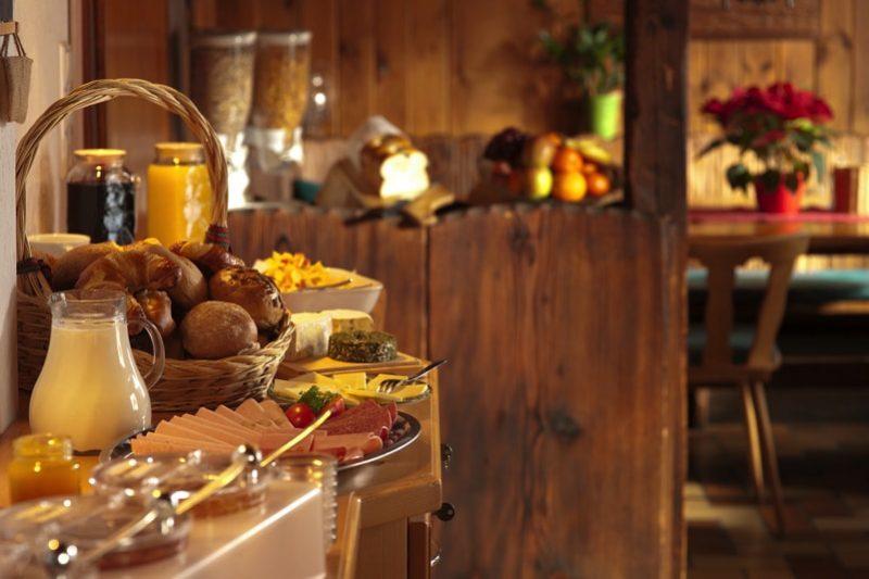 kitchen food display