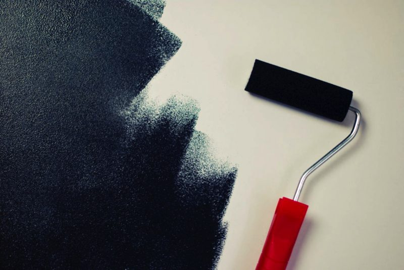 painting black paint roller 1 e1502682766609 - 8 Things You Need To Know Before Painting Your Walls