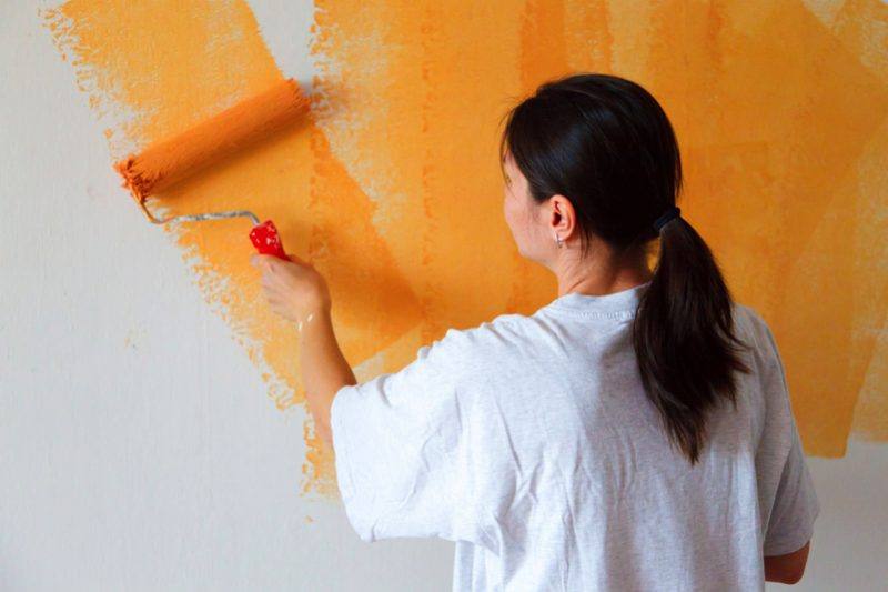 painting wall 11291581001pYx e1502684696922 - 8 Things You Need To Know Before Painting Your Walls