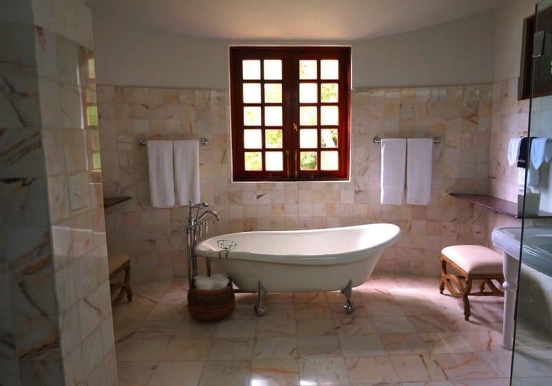 Old style modern bathroom - Designing Your Bathroom to Look Modern & Minimalist
