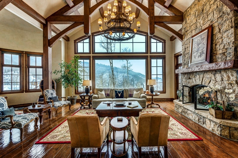 Living room resembling mountain lodge - Living Room Decorating Ideas